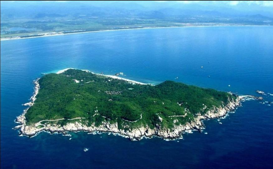 蜈支洲岛地处三亚海棠湾,避开了台风走廊,所以不同于一般的北部小岛